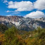 Bunte Berge im Osten der Anden...