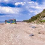 ...ein Bunker aus dem 2ten Weltkrieg viel auf den Strand