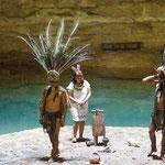 ....und in der Cenote wurden traditionelle Tänze aufgeführt....