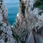 """Hier geht es 650 Stufen runter zur """"Grotta di Nattuna"""""""