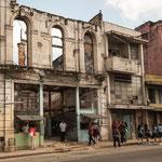 ....hunderte von Häusern fallen pro Jahr zusammen....