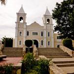 """die im Kolonialstil erbaute """"Iglesia San Jose""""."""
