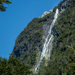 ...einige hundert Meter hoch dieser Wasserfall...