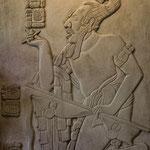 """der """"Maisgott"""" beim Rauchen - auch Götter durften bei den Mayas Schwächen haben"""