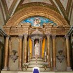 .....einen der vielen Kirchen von innen....