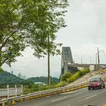 """Die berühmte Brücke """"Las Americas"""" über den Kanaleingang....."""