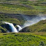 ...und Wasserfälle an jeder Ecke...