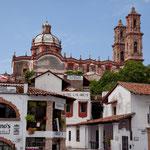 Und die mächtige Kathedrale - bezahlt von Senor Borda - überragt die Stadt...