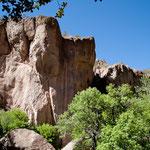 ....teilweise 200 m hohe senkrechte Felswände...