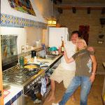 Die beiden Köche Rita und Calvin haben mehr Spass als Stress.....