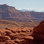 Vordergrund Canyonland und im Hintergrund die La Sal Mountains