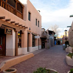 Innenstadt von Taos ist vollkommen im Adobe-Pueblo Stil gebaut