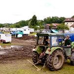 Extremer Regen und manche Fahrzeuge mussten mit einem Traktor heraus gezogen werden