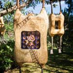 ....moderne Kunst versteckt im Garten.....