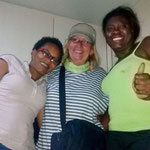 ...Rita fühlt sich pudelwohl mit den kolumbianischen Mädels...