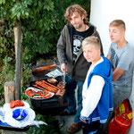 ...Kevin, Nils und Till beim grillen...
