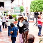 Auf dem Zocalo wird nachmittags getanzt