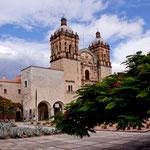 """die wunderschöne Iglesia Santo Domingo ist entprechend """"eingrahmt"""""""