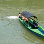 die schnellen und eleganten Boote nach Yaxchilan