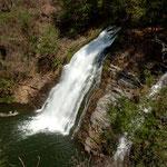 .....hier der kleine Wasserfall (vielleicht 20 tief).....