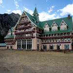 "Hotel ""Waterton Lodge"""