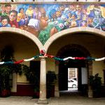 Innenhöfe - tolle Wandmalereien....