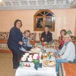 ...mit Suzanne und Matthias haben wir Aichas Kochkünste genossen.