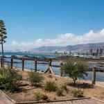 ...Blick vom Einkaufszentrum auf die Uferpromenade...
