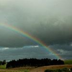 Während der Fahrt hat uns dieser Regenbogen begleitet - wenn das kein Glück bringt...