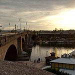 Diese tolle Brücke wurde einfach Stein für Stein nach Arizona geschafft und aufgebaut