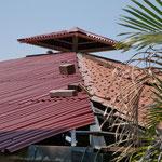 links das neue Dach und rechts noch das alte