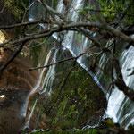 ....dieser Wasserfall stürzt mindestens 100 m in die Tiefe.