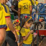 Kolumbien im Fussballfieber - jung und alt.....