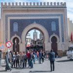 Einer von sehr vielen Eingängen in die Medina - in blau als Willkommen Zeichen....