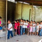 ...die Kinder freuen sich riesig auf die süssen Melonenstücke....