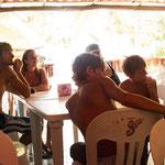 ....Kevin, Corinna und die Kinder genießen zum ersten Mal eine richtige mexikanische Kneipe