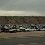 Ein kilometerlanger Autofriedhof bei Farmington - sieht man überall in USA
