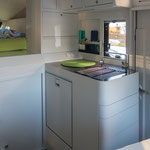 Küche - das Fahrzeug ist voll-elektrisch, kein Gas. Heizung Diesel