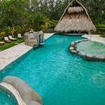 Die Lodge hat ein tolles Schwimmbad.....