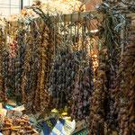 ...getrocknete - etwas stinkende - Muscheln auf dem Markt...
