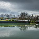 ...und Hausboote aller Größen liegen am Ufer...