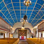 ...die Domkirche (komplette Holzkirche) sieht aus wie ein umgedrehtes Schiff...