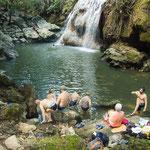 ....wenn man sich hinter den Wasserfall setzt hat man gleich eine Sauna....