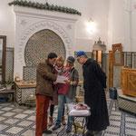 ...Suzanne, Mathias und Rita verhandeln die Hamam Preise...