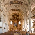 ...hat eine wunderbar ausgestaltete barocke Kirche...