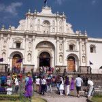 ....die Kathedrale war mal ein Prunkstück - heute nur noch Fasade