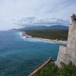 Ein traumhafter Blick von der Festung auf die Karibikküste