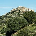 Ganz oben auf der Bergspitze liegt St. Antonino