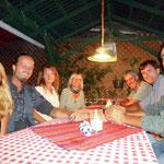 """Mit Simone, Olaf, Claudia, Uwe u Enrique beim """"Wiener"""" in Antigua"""