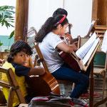 ....Jugendliche konnen Musikunterricht nehmen.....